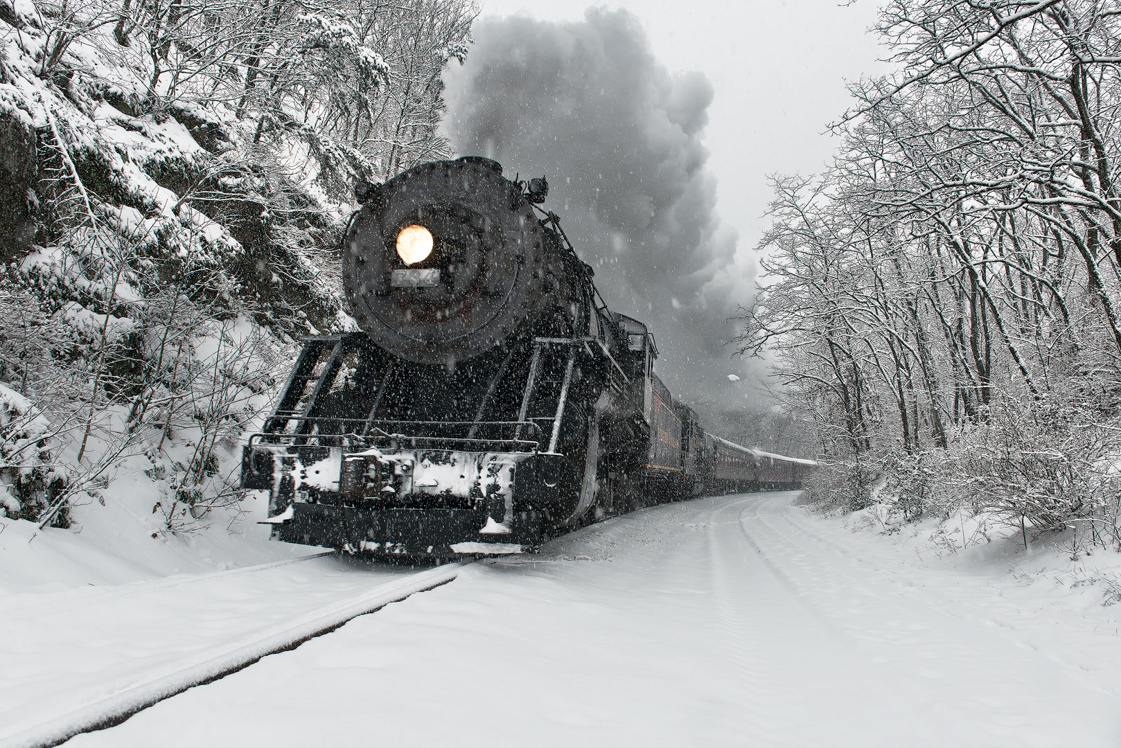 Santa Express, Cumberland, Maryland, train, steam, engine, winter, snow, cold, holiday, railroad, scenic, Frostburg, Western Maryland Railroad, Bernard Chen, Timescapes, Christmas, outdoors, old, photo